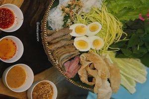 Bữa xế Sài Gòn: Hủ tiếu và mì vịt tiềm chay hay nem nướng Nha Trang chính hiệu?
