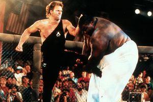Võ sĩ UFC hạ gục đối thủ nặng hơn gấp 3 lần