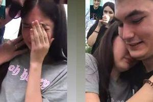 Văn Lâm gọi điện chúc mừng sinh nhật từ xa và tặng quà đặc biệt, em gái Thanh Giang liền bật khóc vì cảm động