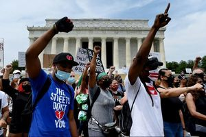 Biểu tình nổ ra ở Washington và nhiều thành phố Mỹ