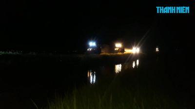 Cận cảnh cảnh gặt lúa đêm ở Quảng Trị