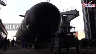 Nga hạ thủy tàu ngầm 'vô hình' 2.700 tấn