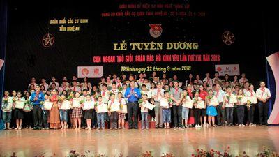 Tuyên dương 99 học sinh 'con ngoan, trò giỏi, cháu ngoan Bác Hồ kính yêu'