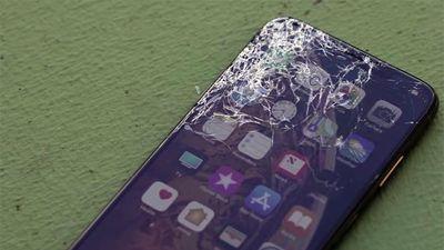 Đọ độ bền của iPhone Xs và Xs Max qua thử nghiệm thả rơi, kết quả sẽ khiến bạn sửng sốt