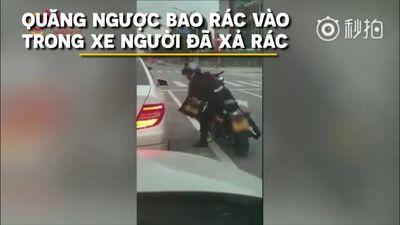 Ngồi xe hơi xả rác ra đường và cái kết đắng