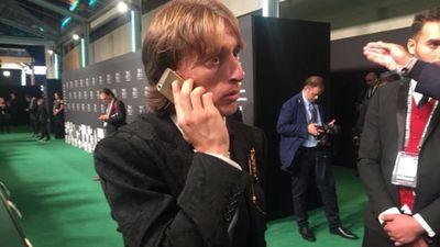 Lương 10 triệu euro/năm, Luka Modric vẫn dùng iPhone 5S