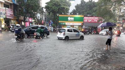 Hà Nội: Mưa gây ngập trên một số tuyến đường