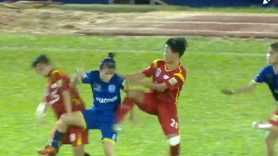 HLV Darby: 'Số tiền phạt vụ nữ cầu thủ đánh nhau không thỏa đáng'