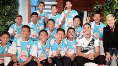 Ibra bất ngờ thăm đội bóng Thái Lan bị mắc kẹt dưới hang động