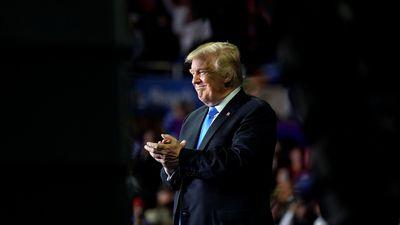 Tổng thống Trump không tin tưởng mọi người trong Nhà Trắng vì 'tôi có phải em bé đâu'