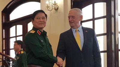 Bộ trưởng Ngô Xuân Lịch và Bộ trưởng Mattis gặp nhau tại TP.HCM