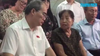 Bí thư Thành ủy TP.HCM thăm nhà người dân liên quan đến dự án Thủ Thiêm