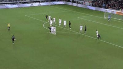Rooney đá phạt ghi bàn đẹp mắt từ khoảng cách 32 m