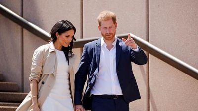 Vợ chồng Hoàng tử Harry 'tay trong tay' công du nước ngoài