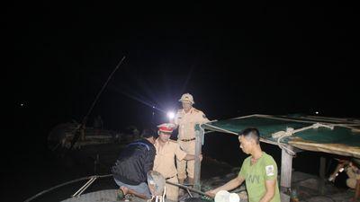 Gay cấn cuộc vây hãm 'cát tặc' trong đêm trên sông Thạch Hãn