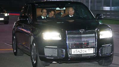 Ông Putin đích thân lái xe chở Tổng thống Ai Cập đi thăm thú đường đua F1