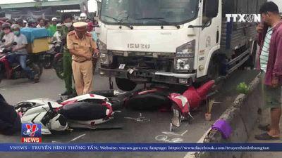 Xe tải tông 4 người thương vong