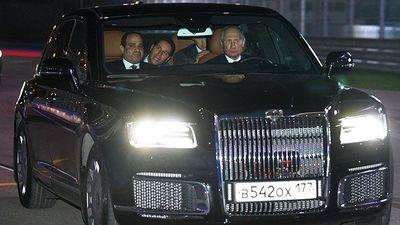 Tổng thống Putin lái xe đưa Tổng thống Ai Cập thăm đường đua F1