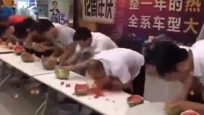 Cách chiến thắng cuộc thi ăn dưa hấu nhanh nhất