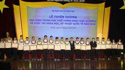 Vinh danh học sinh giành huy chương Olympic và Khoa học Kỹ thuật quốc tế 2018