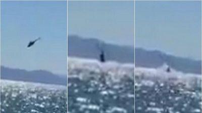 Giây phút trực thăng quân sự chở 12 người lao xuống biển