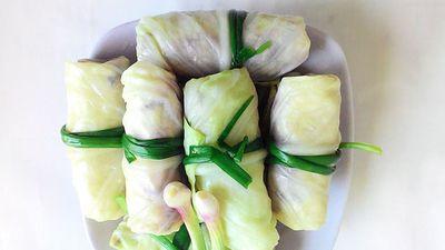 Clip: Hướng dẫn làm bắp cải cuộn thịt thơm ngon, lạ miệng