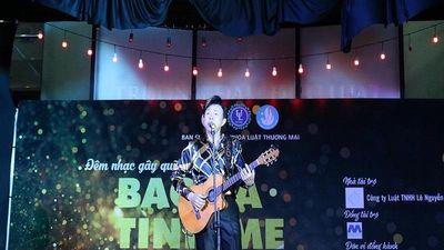 Nghệ sĩ Chí Tài khiến SV ĐH Luật phát cuồng với 'Nhỏ ơi'