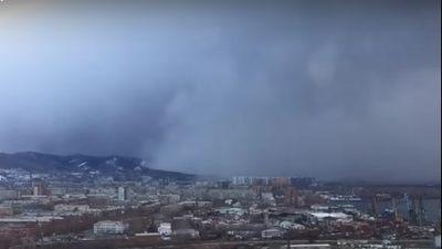 Cận cảnh 'sóng thần' tuyết 'nuốt chửng' cả một thành phố Siberia