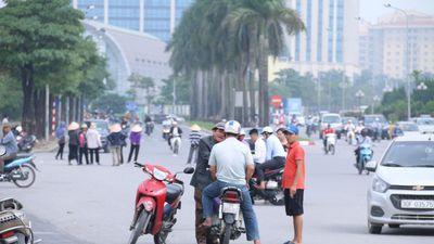 Muốn xem trận Việt Nam - Malaysia, người hâm mộ phải trả tiền gấp 10 lần mua vé