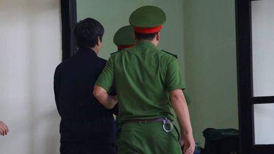 Sau Phan Văn Vĩnh, tới lượt Nguyễn Thanh Hóa rời tòa vì tăng huyết áp