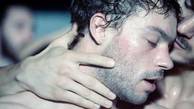 'Sauvage' và góc nhìn thấu cảm về nghề mại dâm nam của những gã trai bao