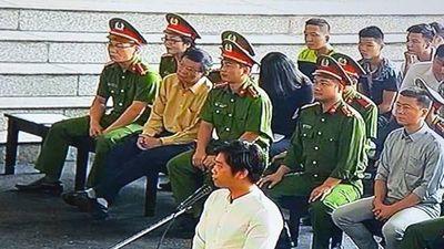 Xét xử ông Phan Văn Vĩnh: Từ 'Thần Bài' đến 'Bán Nhà Chơi Rik'.