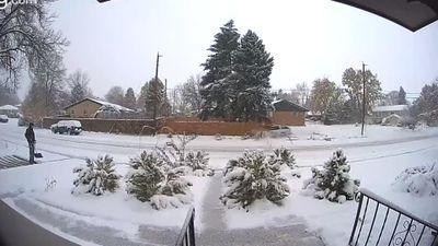 Video Subaru Baja mất lái lao thẳng vào hàng rào