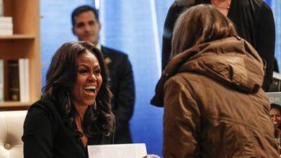 Cựu Đệ nhất phu nhân Mỹ Obama rầm rộ quảng bá tự truyện mới