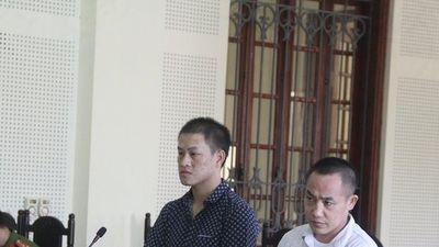 Xót xa tiếng khóc của đứa trẻ chưa đầy 1 tuổi khi gặp bố ở phiên tòa xử ma túy