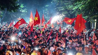 Thắng Malaysia, cổ động viên Việt Nam tưng bừng ăn mừng chiến thắng