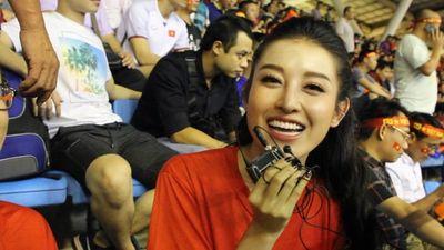 Á Hậu Huyền My 'tiên tri' chính xác tỉ số tuyển Việt Nam gặp Malaysia