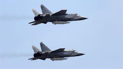 Cả phi đội MiG-31 hạ cánh khẩn vì hết xăng?