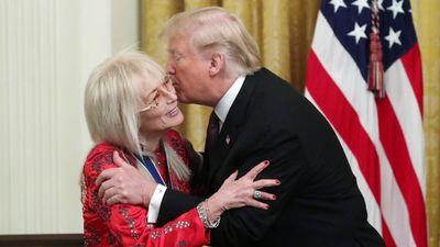 Tổng thống Trump lần đầu trao Huân chương Tự do