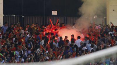 CĐV đốt pháo sáng ở Mỹ Đình: Những kẻ vô văn hóa, ích kỷ làm hại bóng đá Việt Nam