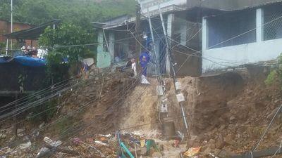 Sạt lở, sập nhà ở Nha Trang khiến 5 người chết, nhiều người bị thương