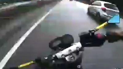Clip biker gặp nạn khi phóng mô tô 185km/h trên xa lộ