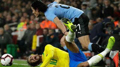 Về đội tuyển, Neymar và Cavani lại càng căng thẳng với nhau