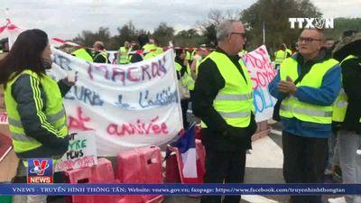 Pháp: Biểu tình phản đối tăng thuế nhiên liệu tiếp diễn