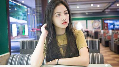 Vẻ trong trẻo của hot girl Việt đóng phim về tuổi học trò