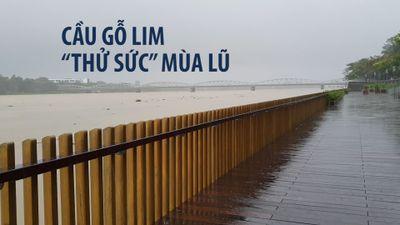 Cầu gỗ lim 64 tỉ bên sông Hương chưa khánh thành đã 'thử sức' với lũ