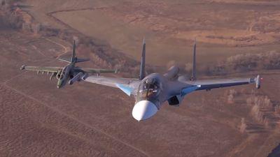 Hiếm hoi bộ đôi 'hàng khủng' Su-25 và Su-34 của Nga song hành trên không