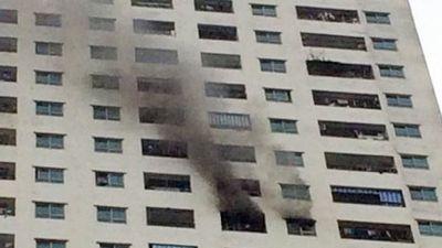 Hà Nội: Cháy ở căn hộ tầng 31 chung cư Linh Đàm, nhiều người hoảng loạn