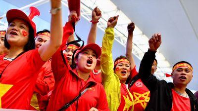 CĐV Việt Nam lên đường cổ vũ thầy trò HLV Park Hang-seo
