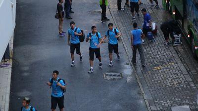 Các tuyển thủ Việt Nam có mặt ở sân Bukit Jalil bằng lối đi riêng